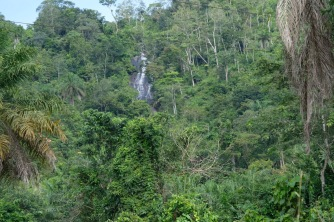 A beautiful waterfall over a big rock on the road to Tongo